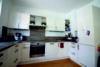 Edel wohnen in den Nymphenburger Innenhöfen - 3-Zimmer-Wohnung im 5.OG mit 2 Balkonen - Küche Bild 2