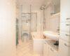 Charmant renovierte 3-Zimmer-Wohnung beim Luitpoldpark - Bad Bild 2